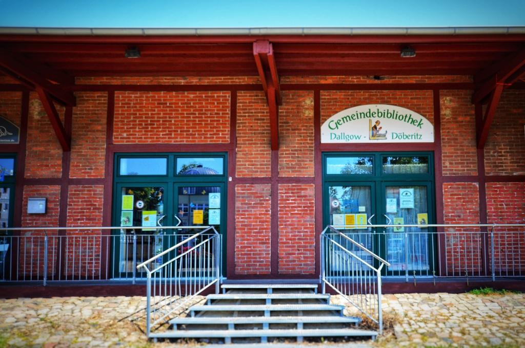 Dallgower Gemeindebibliothek am Bahnhof. Credit: Vivien Tharun